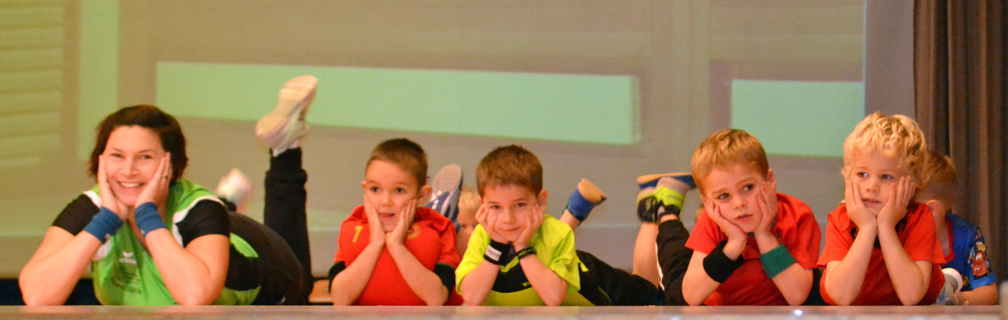 Kinderturnen (Kitu), Leitung Tanja Bärlocher, Stephanie Arpagaus und Katharina Breitenmoser. (Bild: Peter Jenni)