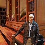Orgelbauer Hans-Peter Keller vor der Orgel in der Kirche Muolen. (Bild: Johannes Wey (19. November 2019))