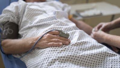 [Staged Picture, Gestellte Szene] A patient in a treatment room of the emergency department, pictured at the Triemli Hospital in Zurich, Switzerland, on November 28, 2018. (Bild: Gaetan Bally/Keystone, Zürich, 28. November 2018)