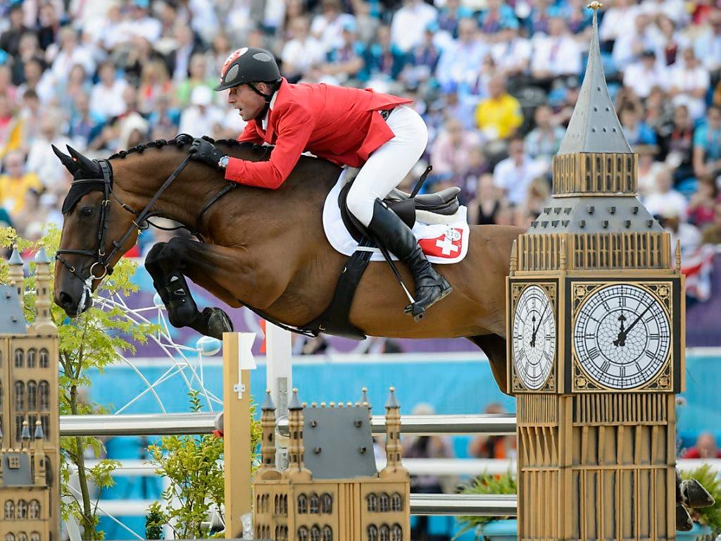Paul Estermann mit seinem Pferd «Castlefield Eclipse» an den Olympischen Spielen in London. (Bild: KEYSTONE/LAURENT GILLIERON)