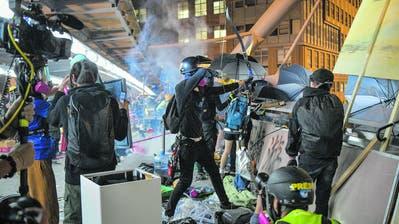 Proteste in Hongkong werden gewalttätiger: Mit Pfeilbögen für die Freiheit