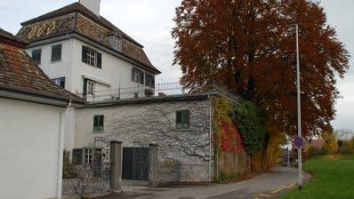 Die Strasse vor dem Schloss Bernegg wird zurückgebaut. (Bild: Kurt Peter)
