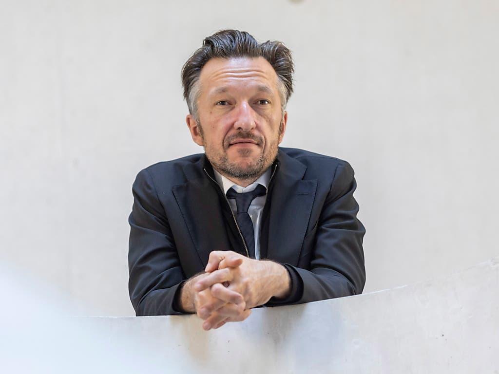 Höchste literarische Ehren: Schriftsteller Lukas Bärfuss in Darmstadt vor der Verleihung des Georg-Büchner-Preises. (Bild: KEYSTONE/EPA/ALEXANDER HEIMANN)