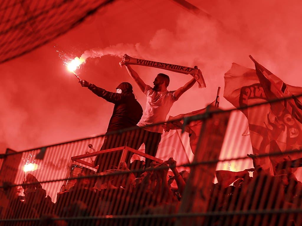 Viel Feuerwerk im Berliner Derby (Bild: KEYSTONE/EPA/HAYOUNG JEON)