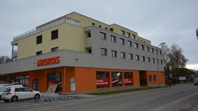 Im Gebäude, in dem auch schon die Migros untergebracht ist, eröffnet Ende Monat eine Bibite-Filiale von Denner. (Bild: Beat Lanzendorfer)