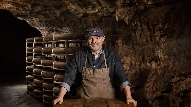 «Ich esse noch immer gerne Käse», betont der Höhlenmeister Michael Iff und fügt schmunzelnd hinzu: «Ich bin sicher einer von denen, die pro Jahr über dem 22-Kilo-pro-Kopf-Verbrauch liegen.» (Bilder: Emmi Kaltbach)