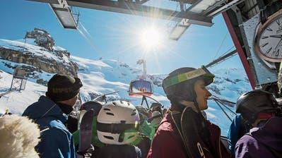 Besucheransturm auf dem Titlis: Laut dem Leiter der Bergbahnen benachteiligen Kampfpreise vor allem die Familien. (Bild: Eveline Beerkircher, 26. Februar 2018)