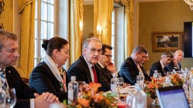 Regierungsrätin Carmen Haag und weitere Regierungschefs trafen mit Bundesrat Guy Parmelin. (Bild: PD/Bettina Kunz)