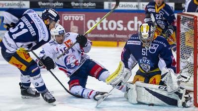Stark: EVZ-Goalie Luca Hollenstein parierte 38 der 39 Schüsse. (Bild: Patrick B. Kraemer/Keystone, Zug, 22. November 2019)
