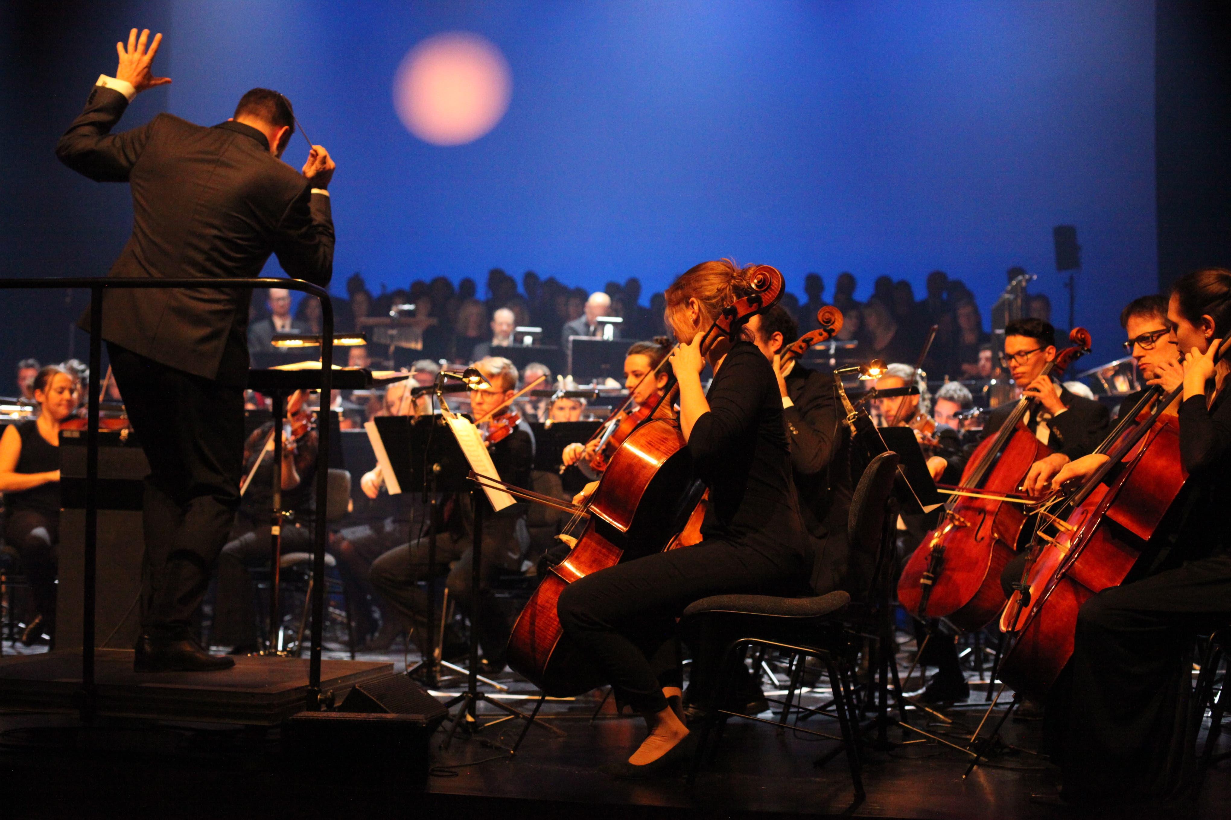 TRiEvent: Michel Truniger leitete einmal mehr das grosse Urner Orchester mit auswärtiger Verstärkung. (Bild: Florian Arnold)