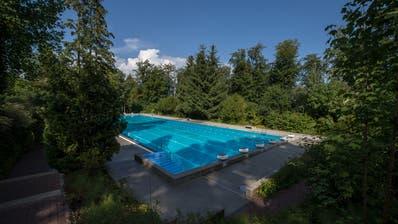 Das bestehende 50-Meter-Schwimmbecken in der Zimmeregg-Badi muss einem 25-Meter-Becken weichen. (Bild: Dominik Wunderli, Luzern, 17. August 2018)