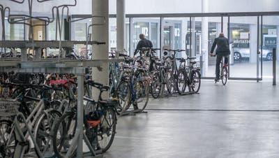 Blick die St.Galler Velostation unter der Fachhochschule hinter dem Hauptbahnhof. (Bild: Michel Canonica - 22. Mai 2015)