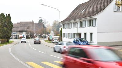Der Eschliker Gemeinderat bemängelt unter anderem, dass das kantonalen Gesamtverkehrskonzept mit zu tiefe Verkehrszahlen für die Bahnhofstrasse aufgeführt rechnet. (Bild: Roman Scherrer)
