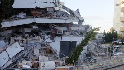 Starke Zerstörung nach dem Erdbeben in Durres im Westen Albaniens. (Bild: AP Photo/Hektor Pustina)