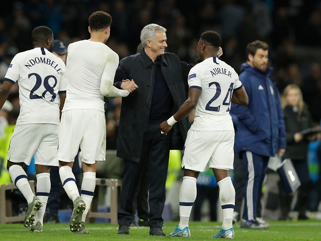 Mourinho hat erst am Ende gut Lachen: Die Spurs drehen gegen Piräus einen 0:2 Rückstand (Bild: KEYSTONE/AP/MATT DUNHAM)