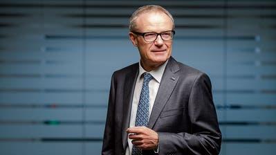 Martin Haefner (65) in seinem Büro in Cham. (Bild: Dominik Wunderli, 26. November 2019)