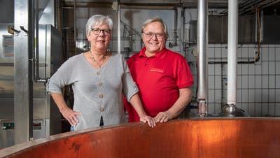 Edith und Emil Amacker in der Käserei Niederdorf. «Hier haben wir zusammen gekrampft», sagt der Käser. (Bild: Urs Bucher (26. November 2019))