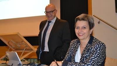 Die neue Gemeinderatsschreiberin Edith Meyer und Gemeindepräsident Rolf Züllig. (Bild: Adi Lippuner)