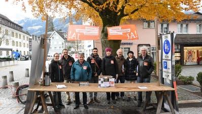 Das Lokalkomitee warb für die Konzernverantwortungsinitiative und sammelte am Stand auch Unterschriften für einen Protestbrief an Glencore. (Bild: PD, Altdorf, 23. November 2019)