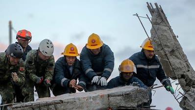 Verzweifelte Suche nach Überlebenden nach Beben in Albanien