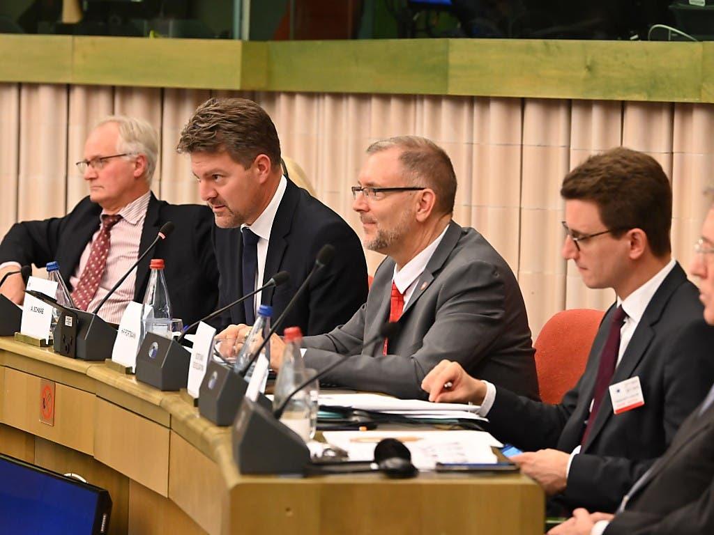 Treffen in Strassburg: in der Mitte der Schweizer Delegationsleiter, der Zürcher FDP-Nationalrat Hans-Peter Portmann. (Bild: Michael Kienzler)
