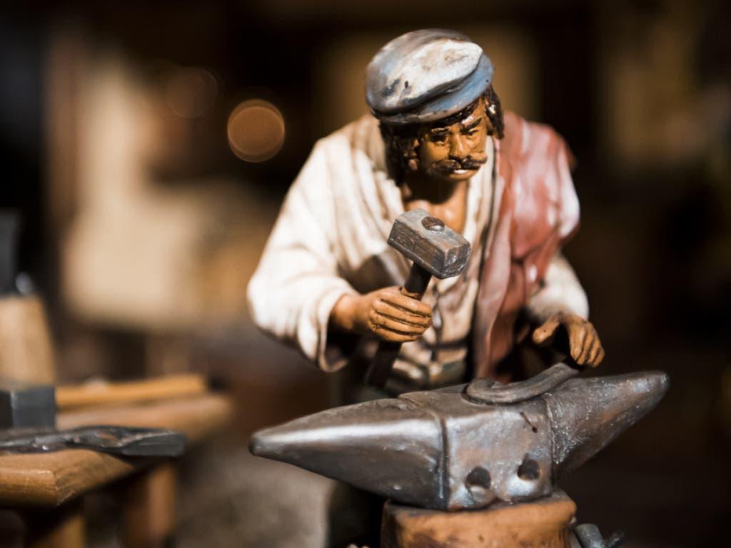 Modelle von Handwerkern aller Gattungen sind im Kunstwerk zu sehen.