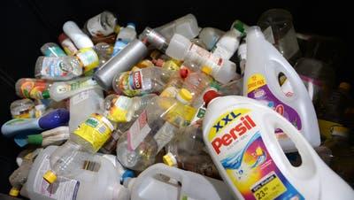 An Sammelstellen wird Plastik gesammelt. (Nana do Carmo)