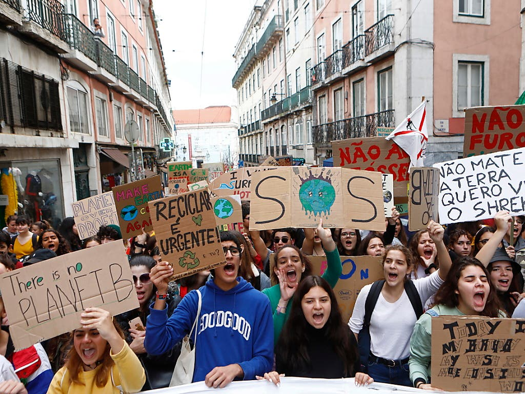 Klima-Demonstrationen der Jugendbewegung Fridays for Future gab es in mehreren Städten Portugals.