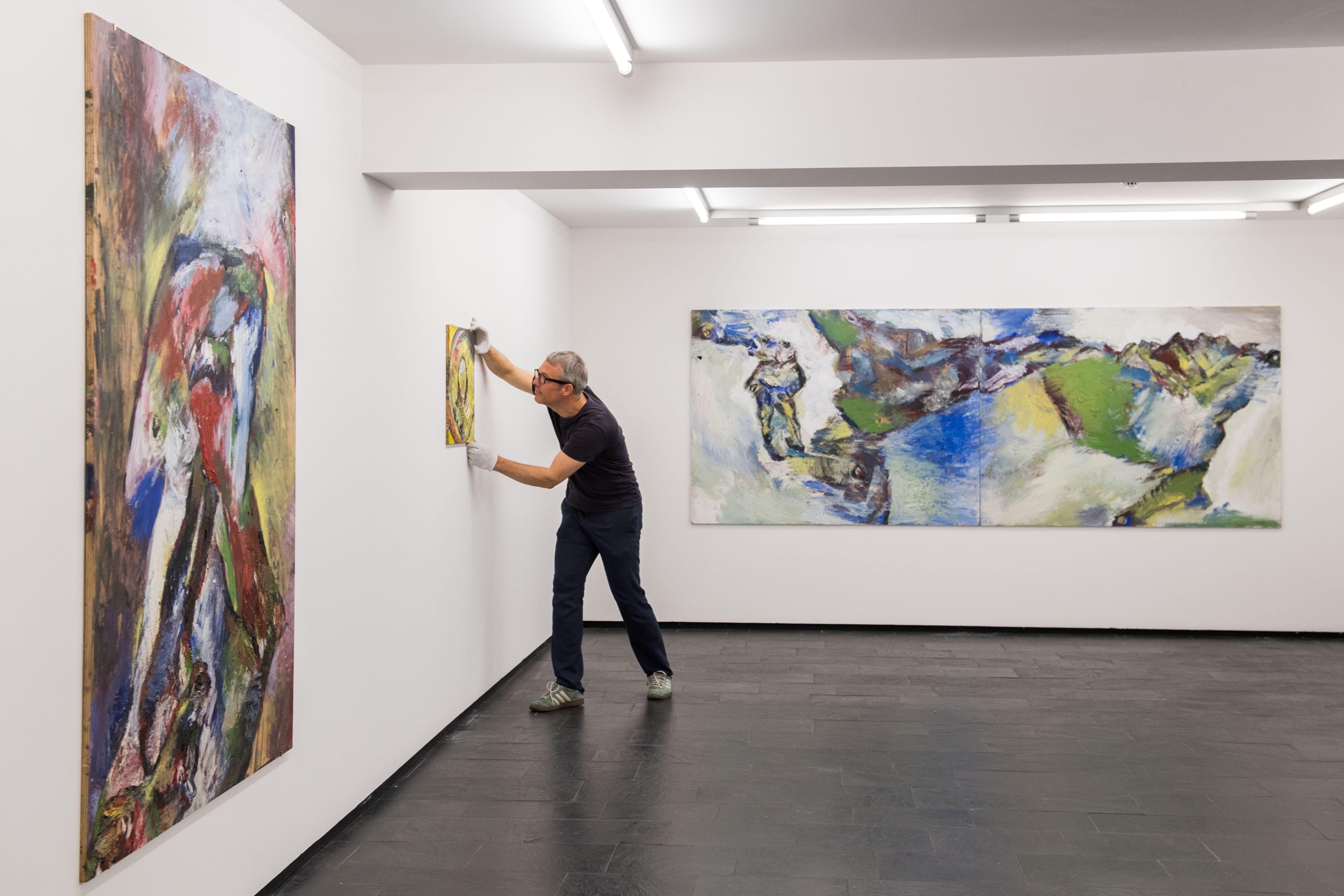 Bruno Murers Ölmalereien auf Holz bestechen mit Energie, Leuchtkraft und Farbästhetik.