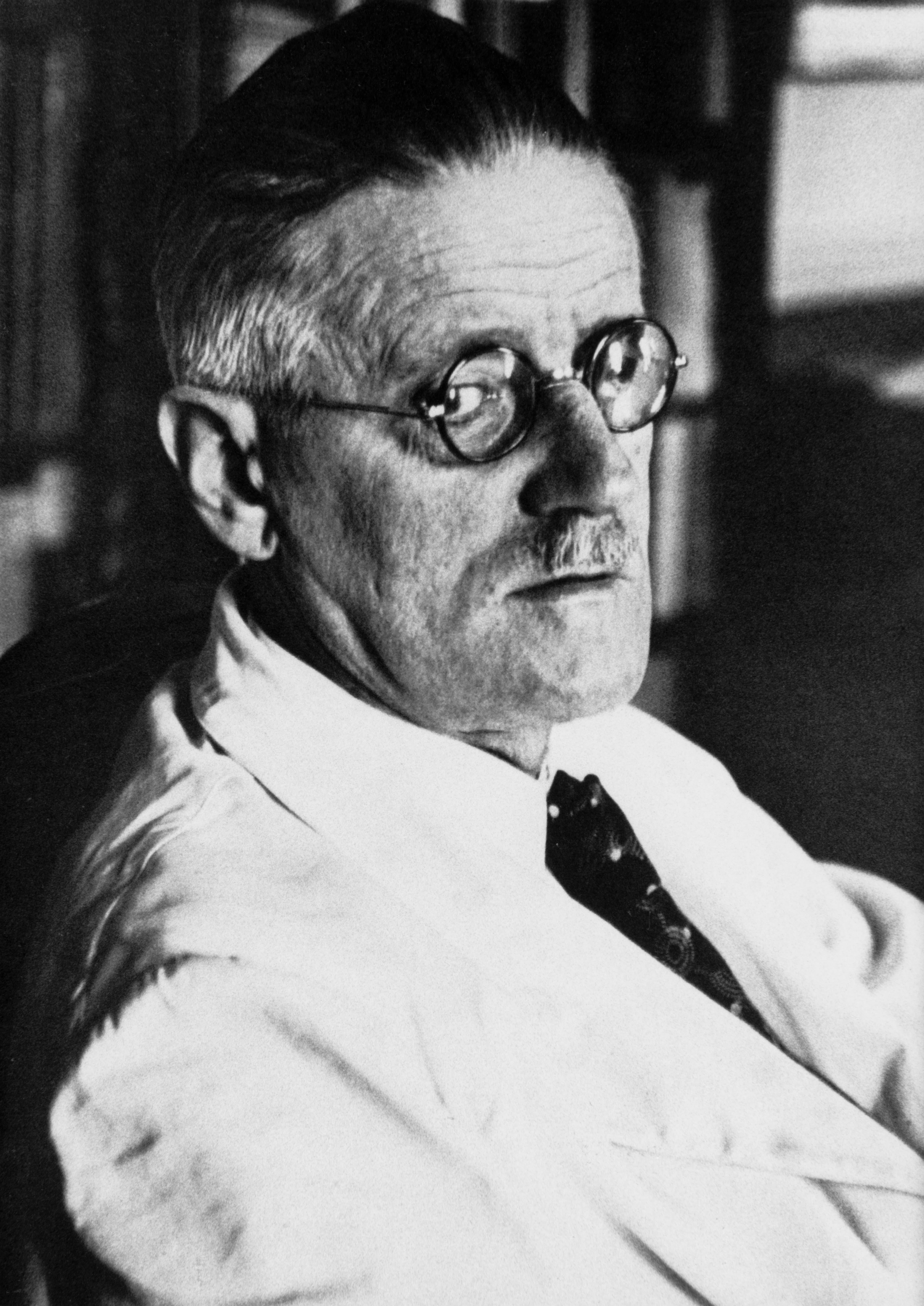 James Joyce: «Ulysses» (1040 Seiten)  Ein experimenteller Erzählstil und Anspielungen auf die irische (Lokal-)Geschichte machen das Buch zur Knacknuss.