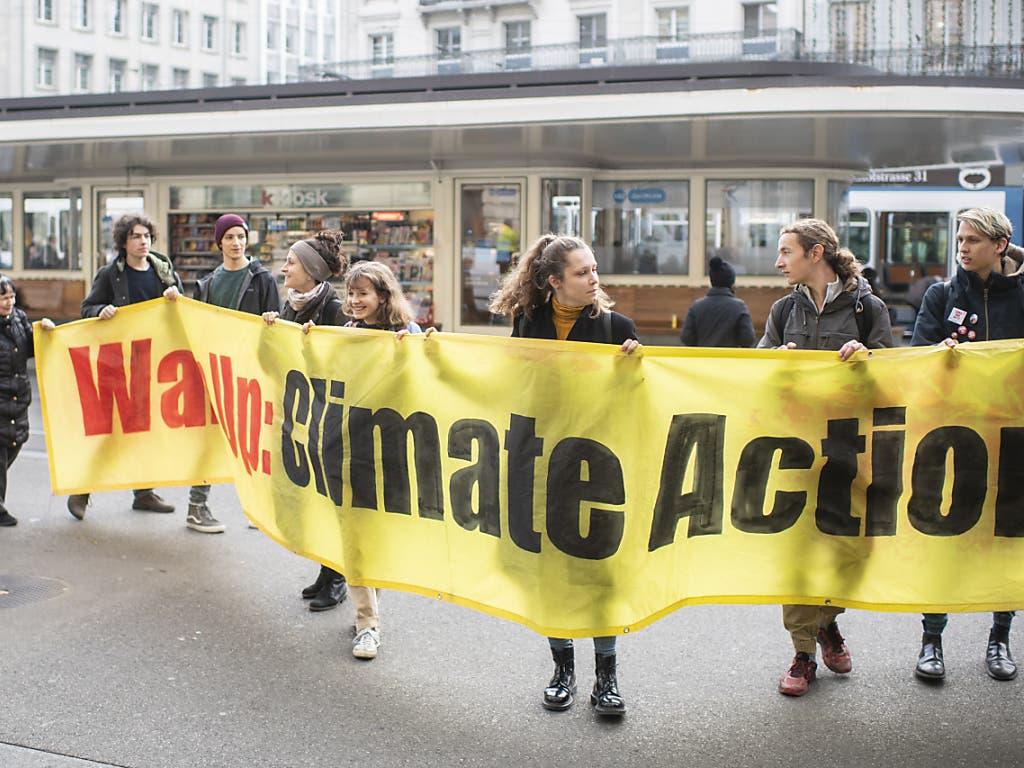Auch in der Schweiz wollen an diesem Freitag wieder Klimastreikende auf die Strasse gehen. International soll es Proteste in über 2400 Städten geben. (Foto: Ennio Leanza/Keystone)
