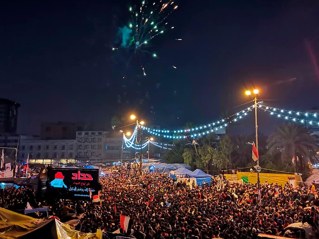 Die Rücktrittsankündigung von Premier Adel Abdel Mahdi wurde auf dem Tahrir-Platz in Bagdad mit Jubel und Feuerwerken begrüsst.
