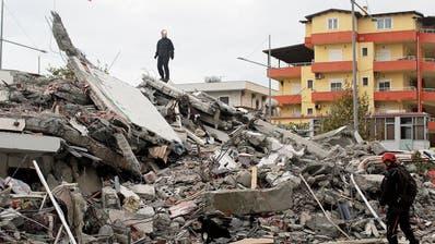 Nach dem verheerenden Erdbeben geht es in Albanien weiter – Mund abwischen und weitermachen