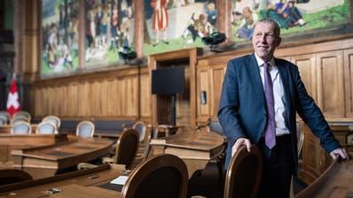 Konrad Graber im Ständeratssaal in Bern – dort, wo er die letzten zwölf Jahre politisiert hat. (Boris Bürgisser)