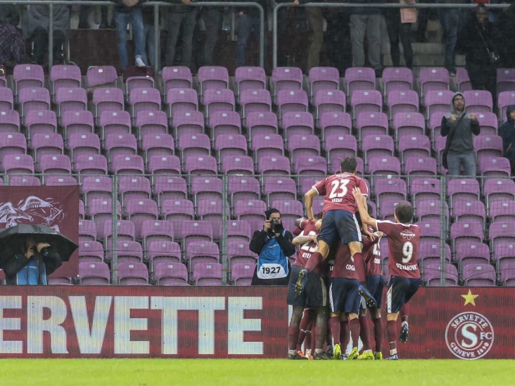 Jubelnde Aufsteiger: Servette schlägt Meister Young Boys 3:0 (Bild: KEYSTONE/MARTIAL TREZZINI)