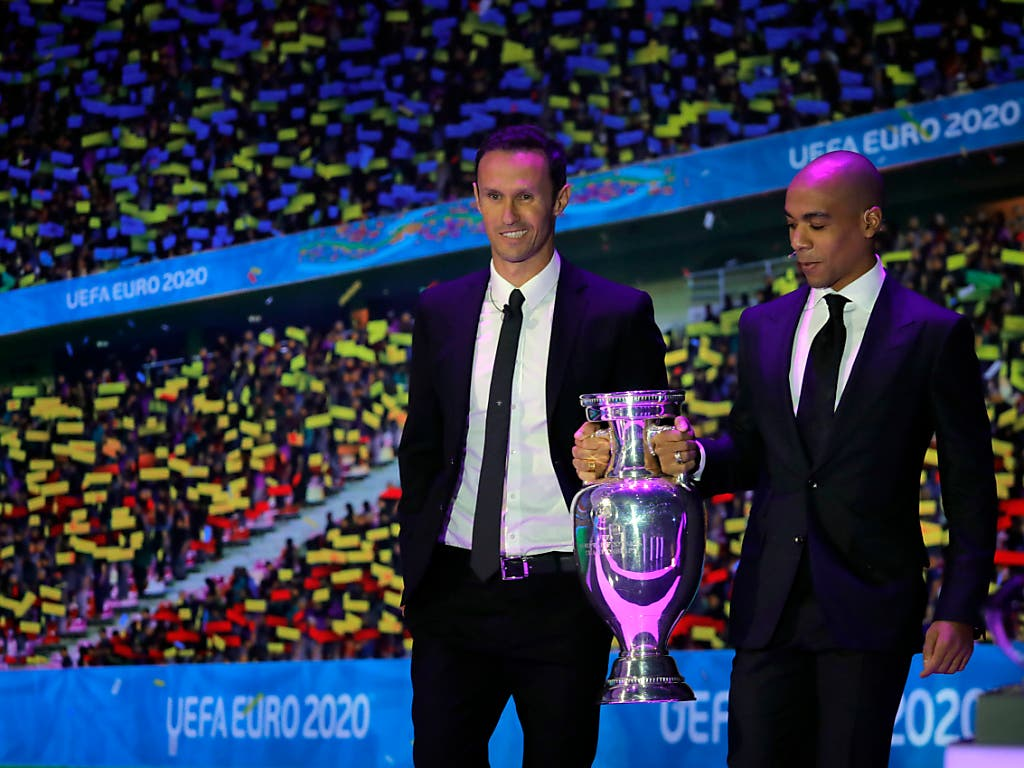 Ricardo Carvalho und João Mario 2016 im Kader von Europameister Portugal, bringen die Trophäe nach Bukarest