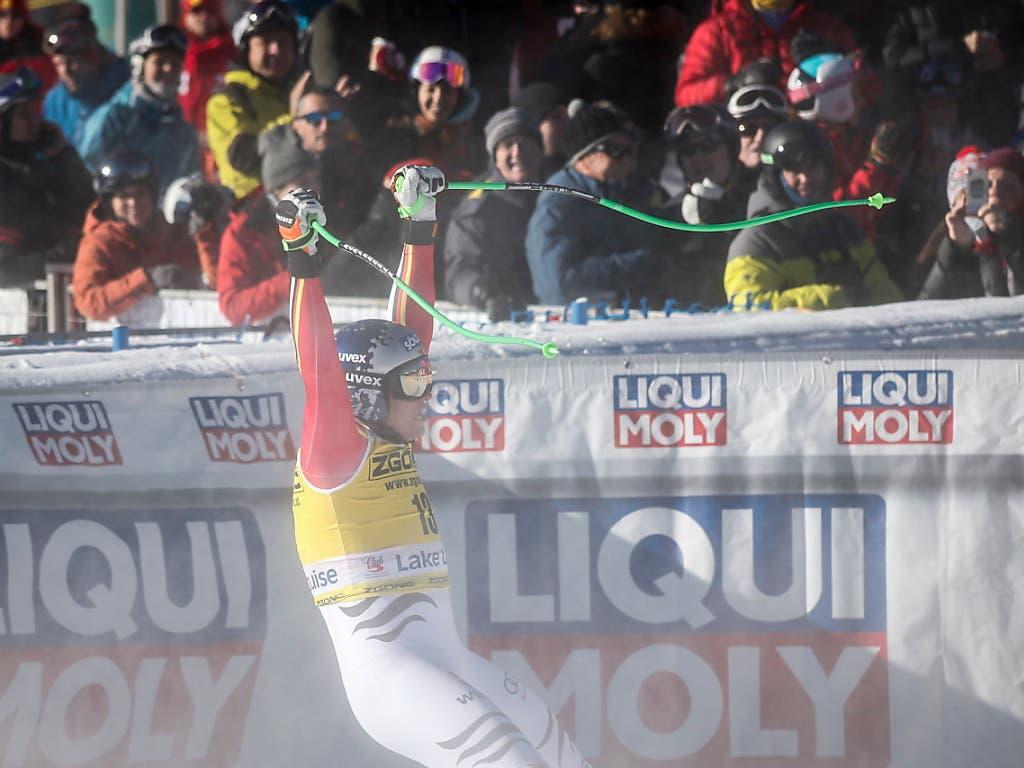 Der 26-jährige Deutsche Thomas Dressen, der in Lake Louise von einer Kreuzbandverletzung zurückkehrte, jubelt im Zielraum über seinen dritten Weltcupsieg