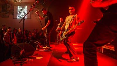 Die Punkrocker von Tüchel bei einem Konzert in der Grabenhalle, die ab 2020 höhere Subventionen erhalten soll. (Bild: Coralie Wenger, 2. November 2013)