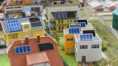 Neubauten sollen einen Teil des benötigten Stroms selber produzieren: Ausstellung in der Swiss Future Farm in Tänikon. (Bild: Donato Caspari)