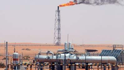 Ein Aramco-Ölfeld in der Wüste Saudi-Arabiens. (Bild: Keystone)