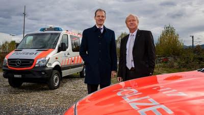 Die Luzerner Regierungsräte Reto Wyss (l.) und Paul Winiker auf dem Areal des geplanten Sicherheitszentrums. /Bild: Philipp Schmidli, Rothenburg, 4.November 2019)