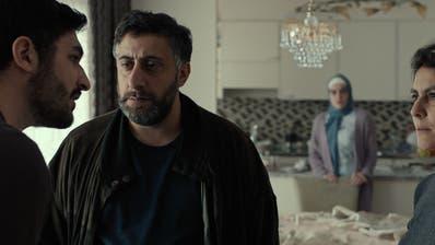 """Auch der ältere Sohn kann dem strengen Regime zu Hause kaum entfliehen. Szene aus """"Al-Shafaq"""". Bild: HO"""