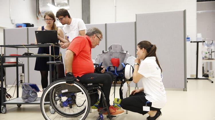 Mit den Betroffenen zusammen forschen: Ein ETH-Team entwickelt ein Exoskelett weiter am Cybathlon 2016. (Bild: ETH Zürich / Alessandro Della Bella)