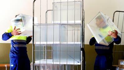 Noch sind die Wahlurnen in Spanien leer. Am Sonntag wählt das Land zum vierten Mal in vier Jahren. (Bild: Keystone)