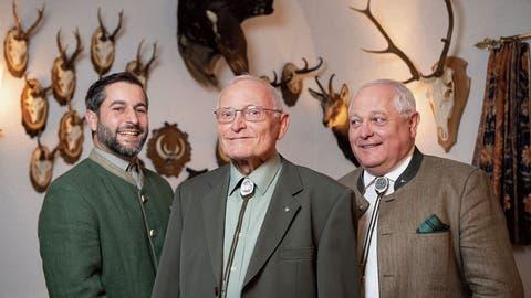 Trophäen soweit das Auge reicht: Das Jagen verbindet die drei Generationen aus Goldach. (Bild: Ralph Ribi)