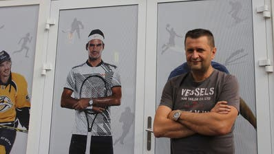 Dem Pächter Nermin Kuc ist es wichtig, die Gäste mit Schweizer Sportlern anzulocken. (Bild: Sina Walser)
