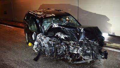 Das Auto des 75-jährigen Fahrers – ein Wrack. (Bild: Kantonspolizei Nidwalden)