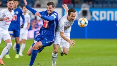 Pascal Schürpf (Luzern) gegen Anthony Sauthier (Servette) . (Bild: Martin Meienberger/freshfocus, Luzern, 9. November 2019)
