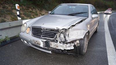 Das beschädigte Fahrzeug des 31-Jährigen. (Bild: Zuger Polizei)