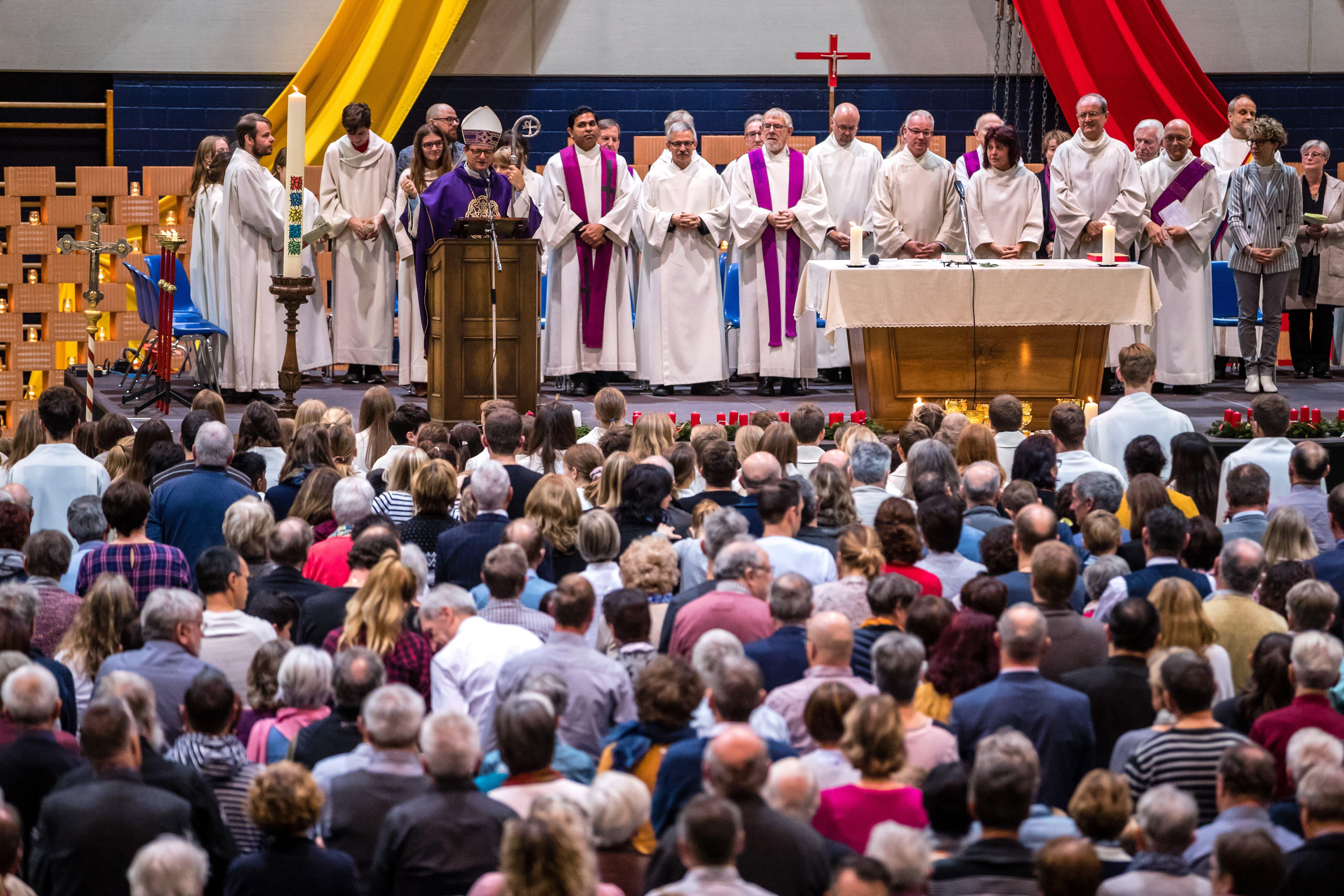 Bischof Felix Gmür spricht zu den Anwesenden.